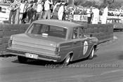 64110 - Bob Muir, Holden EH S4 - Catalina Park Katoomba 1964 - Photographer Bruce Wells
