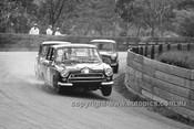 64112 - Ian (Pete) Geoghegan, Cortina & Brian Foley & Peter Manton, Morris Cooper S- Catalina Park Katoomba 1964 - Photographer Bruce Wells