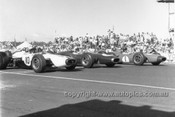 65564 - Bruce McLaren, Cooper Climax, Jack Brabham & Graham Hill, Brabham BT11A Climax - Tasman Series   Longford 1965