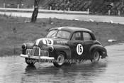 64120 - Ken Hastings Folden FX - Hume Weir 20th September 1964 - Photographer Bruce Wells
