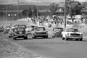 65085 - Start of the Touring Car Race - Jane, Mustang / Muir, Holden S4 / Ian Geoghegan, Lotus Cortina & Foley, Morris Cooper S - 14th April 1965 - Bathurst