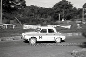 60025 - Brian Sampson, Renault Dophine - Hepburn Springs 1960 - Photographer Peter D'Abbs