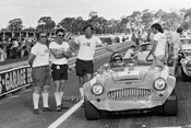 71354 - Ross Bond & Pitt Crew, Austin Healey 3000 -  Warwick Farm 1971 - Photographer Lance Ruting