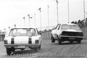 70025  -  Morris / Geoghegan  -  Bob Morris Holden XU1 / Leo Geghegan Valiant Pacer - Oran Park 1971 - Photographer David Blanch