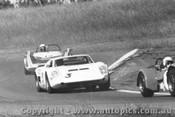 69413  -  G.Wood - Brolga / T. Porter - Manx Mirage  -  Oran Park 1969
