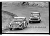 Alec Millea & Bill Vesty, Morris minis - Amaroo Park 13th September 1970 - 70-AM13970-020