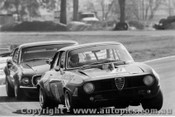 71033 - Foley Leads Moffat Warwick Farm 1972 - Alfa Romeo GTAM & Mustang