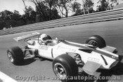 70530 - Leo Geoghegan  Lotus 59 - Warwick Farm 1970