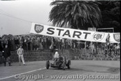 Geelong Sprints 24th August 1958 - Photographer Peter D'Abbs - Code G24858-34