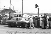 62716 - Davison / Brindley / Trueman Austin Freeway - Armstrong 500 - Phillip Island 1962