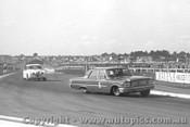 64011 - N. Beechey Ford Galaxie / B. Jane Jaguar - Sandown 1964