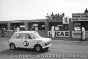 61708 - N. Johannesen / G. Miles - Morris 850 Armstrong 500 Phillip Island 1961