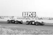 64515 - Lex Davison  and Bib Stillwell  Brabham - Calder 1964