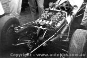 65523 - A. Brown Elfin V6 Clisby - Calder 1965