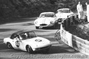 65425 - F. Gibson Lotus Elan / B. Jane E Type Jaguar / L. Geoghegan Lotus Elan - Catalina Park Katoomba 1965
