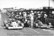 77620 - V. Schuppan  Elfin MR8 Chev - Kevin Bartlett Lola T332 -  Sandown 1977