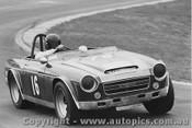 73409 - R. Porter Datsun 2000  - Oran Park 1973
