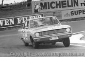 68724 - Hodgins / Pomroy Valiant V8 Auto - Bathurst 1968