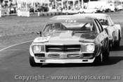 77025 - Tino Leo Holden HQ Kingswood / G. Rogers Monaro  - Calder 1977