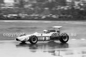 69558 - K. Bartlett Mildren Alfa V8 / M. Stewart Mildren Waggott - Sandown 1969 - Photographer John Lindsay
