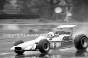 69559 - K. Bartlett Mildren Alfa V8 / M. Stewart Mildren Waggott - Sandown 1969 - Photographer John Lindsay
