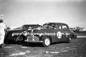60035 - Brian Muir & Geoghegan's FX Holdens - Bathurst 3rd October 1960 - Photographer Lance Lowe