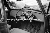 62594 - Ron Flockhart, Morris Cooper - Warwick Farm 4th February 1962