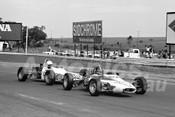 75152 - Michael Quinn, Bowin P4A & Barry Ward, Birrana F72 Formula Ford - Calder 1975 - Photographer Peter D'Abbs