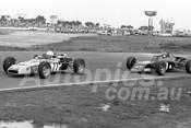 75155 - Peter Finlay, Palliser-Knott - Peter Lander, Elfin 620B Formula Ford - Calder 1975 - Photographer Peter D'Abbs