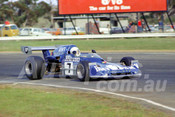 75200 - Doug MacArthur, Lola T360 - Calder 1975 - Photographer Peter D'Abbs