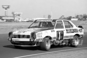 76148 - Colin Bond, Torana L34 - Calder 1976 - Photographer Peter D'Abbs