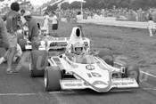 76155 - Max Stewart, Lola T400 - Calder 1976 - Photographer Peter D'Abbs