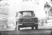 66018 - D. Frazer Renault R8 Gordini - Bathurst Easter 1966