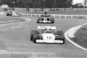 76622 - C. Milton McLaren M22 / B. Allison  Lola T332 - Tasman Series 1976 - AGP Sandown 1976