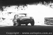 65433 - R. Thorp  AC Cobra  - Catalina Park Katoomba 7/11/1965 - Photographer Lance Ruting