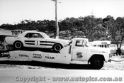 66025 - Ian  Pete  Geoghegan Ford Mustang and Transporter - Catalina Park Katoomba 1966