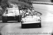 67457 - P. Meyer Lotus Elan /  R. Thorp  AC Cobra  - Catalina Park Katoomba 30/1/1967