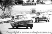 68174 - D. Smith Holden 186S / M. Lambert - Morris Cooper S - Warwick Farm 1968