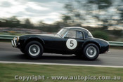 65437 - R. Thorp  AC Cobra  - Warwick Farm May 1965 - Photographer Richard Austin