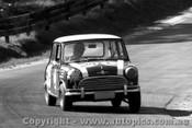65728 - Bob Holden / G. Cusack  Morris Cooper -  Bathurst 1965