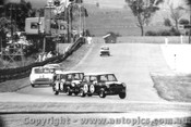 65729 - Hopkirk / Makinen ahead of Foley / Manton Morris Cooper S Bathurst 1965