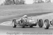 70566 - John Moxon Moxon Vee - Oran Park 12th April 1970