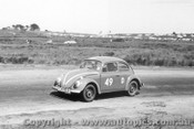 62729 - D. Whiteford / L. Molina  Volkswagen  -  Armstrong 500 - Phillip Island 1962