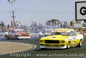 76042 - Bob Jane Holden Monaro /  A. Moffat Monza / R. Harrop EH Holden - Calder 1976