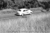63009 - Des West FX Holden - Bathurst 15th April 1963 - Photographer Bob Collinson