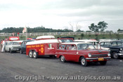 63522 - David McKay s Brabham trailer and Holden tow car - Sandown 1963