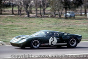 66449 - P. Sutcliffe / F. Matich Ford GT 40 - Rothmans 12 Hour Sports Car Race - Surfers Paradise 1966 - Photographer John Stanley