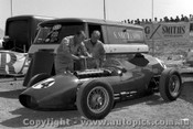 62530 - L. Davison Aston Martin DBR4/300. - Sandown 1962  - Photographer  Peter D Abbs