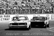 77050 - Tom Jesperson  Holden Monaro /  Allan Collins Ford Falcon - Oran Park 27th March 1977 - Photographer Lance Ruting