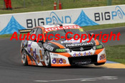 205730 - J. Richards / J. Whincup - Holden Commodore VZ - 2nd Outright Bathurst 2005 - Photographer Craig Clifford